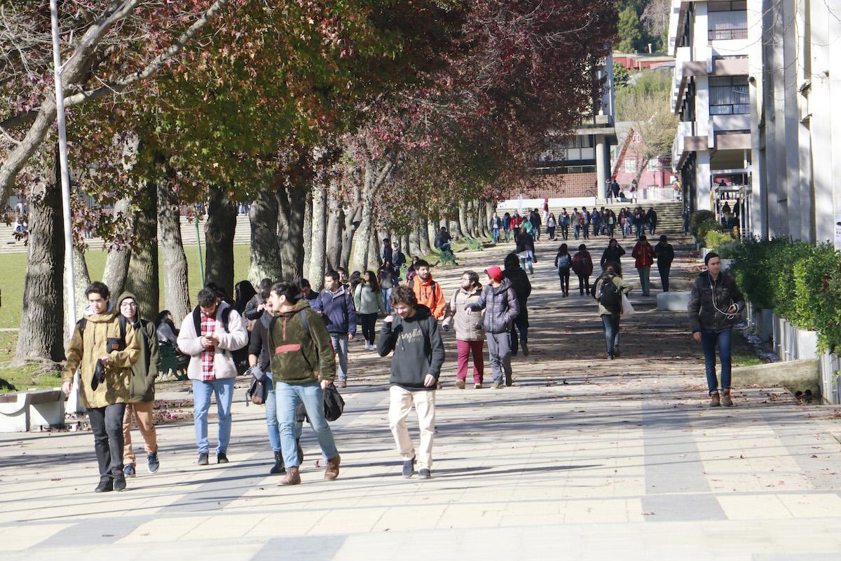 Estudiantes en Campus UdeC